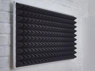 Mousse acoustique à surface pyramidale